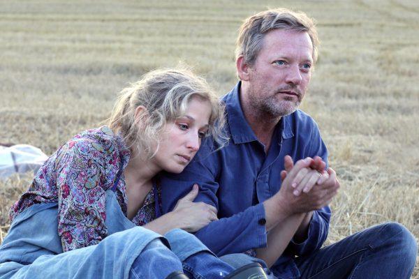 IONA 8 - Elisabeth (Michelle Duncan) & Daniel (Douglas Henshall) at the picnic